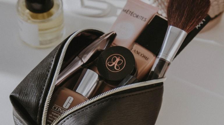 5 kosmetyków, które znajdziesz w kosmetyczce każdej miłośniczki minimalizmu