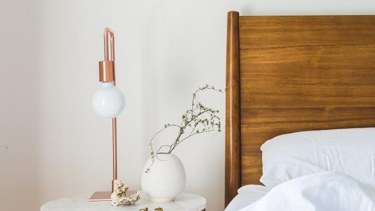 10 dodatków do sypialni, które pokochają minimalistki