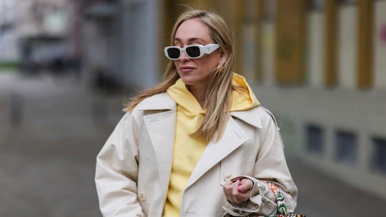 Streetwear w minimalistycznej odsłonie. Poznaj najciekawsze stylizacje