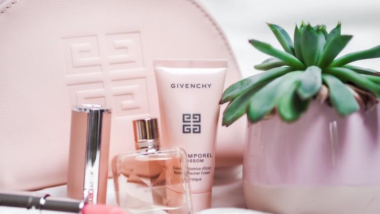 Minimalizm w kosmetyczce – które produkty nie są w niej niezbędne?