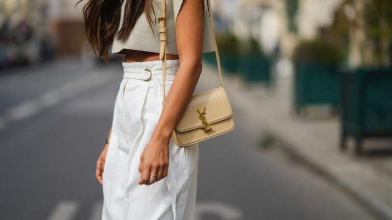 Topy – jak za ich pomocą stworzyć minimalistyczną stylizację?