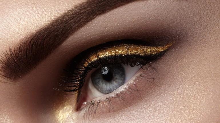 Modny make-up na lato? Postaw na metaliczne złoto