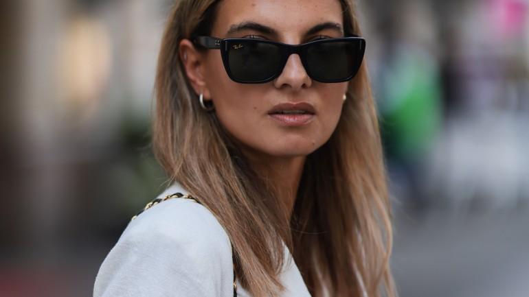Trik z TikToka, który pomoże Ci zabezpieczyć make-up przed odciskami od okularów przeciwsłonecznych